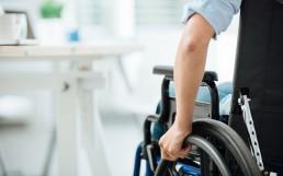Arbeitsplatz für Rollstuhlfahrer